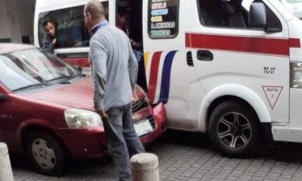 Choque en calle Zaragoza en el centro de Xalapa
