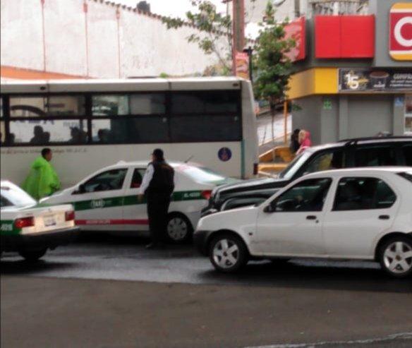 Choque sobre Paseo del las Palmas y otro más en la avenida Lázaro Cárdenas