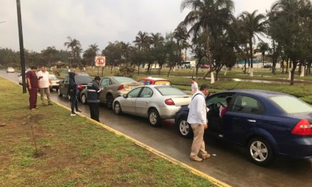 Carambola entre 5 autos sobre la avenida Fidel Velázquez, a la altura de la Cruz Roja en Veracruz