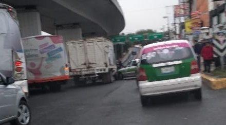 Accidente de tránsito sobre la avenida Lázaro Cárdenas, a la altura del puente Bicentenario