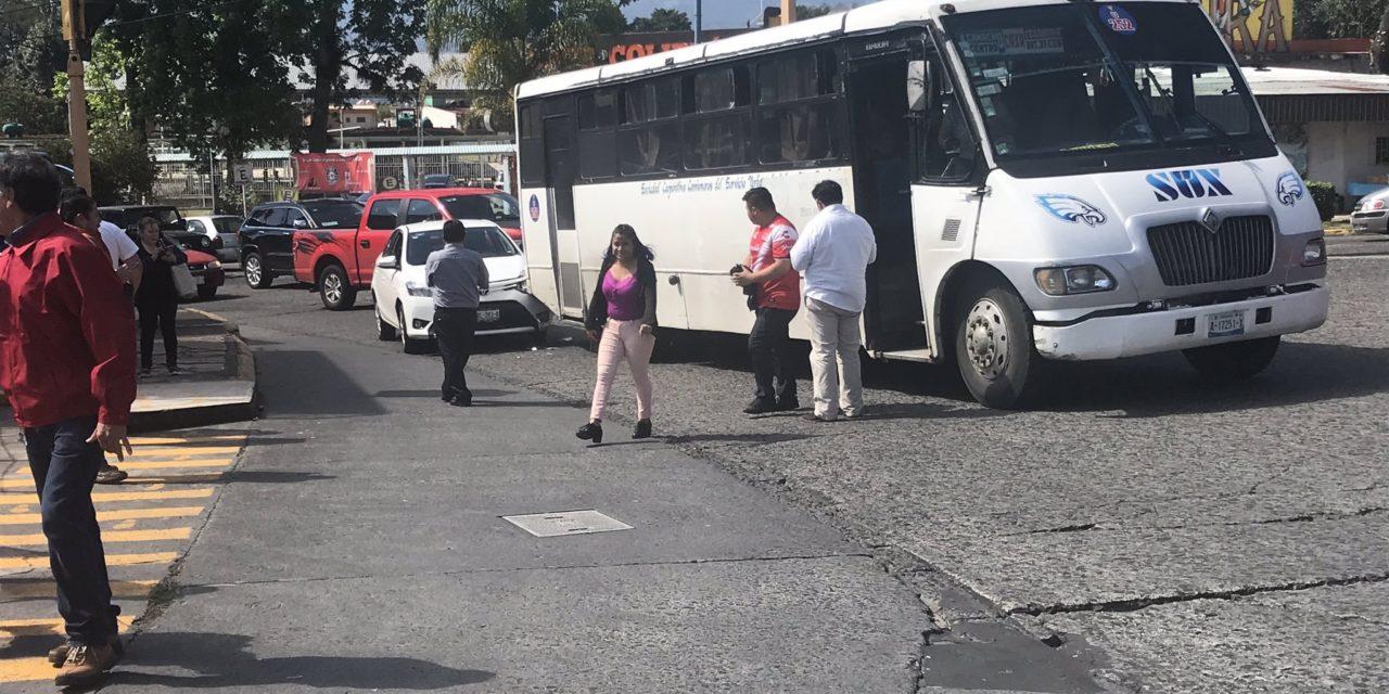 Choque en la avenida Manuel Ávila Camacho esquina con 20 de Noviembre en Xalapa