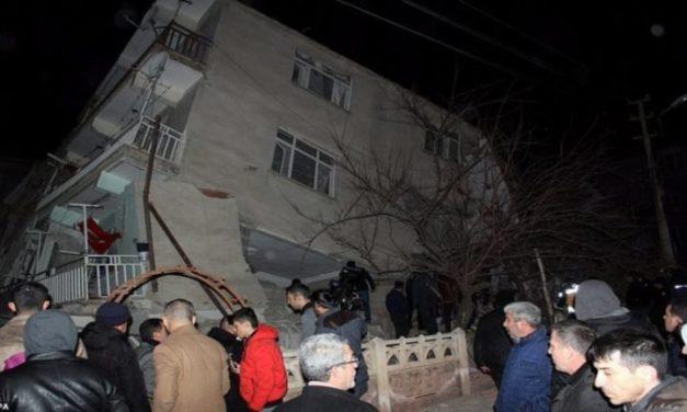 Van 14 muertos por sismo de magnitud 6.5 en Turquía