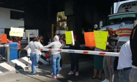 Padres de familia de la escuela Aldama, tomaron esta mañana la caseta de Fortín