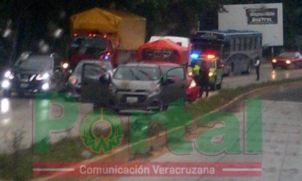Inicia la lluvia y empiezan los accidentes en la carretera Xalapa-Coatepec