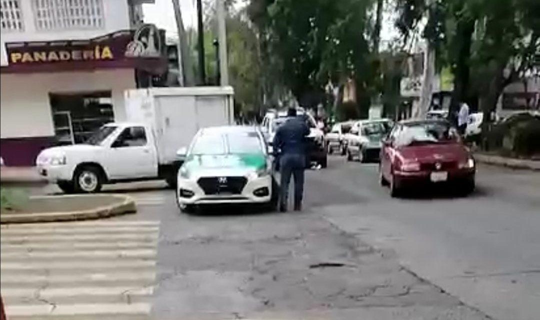 Choque sobre la avenida Américas esquina con calle Encanto en Xalapa