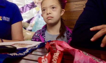 Gimnasta con síndrome de Down requiere apoyo para asistir al mundial de gimnasia en Turquía.