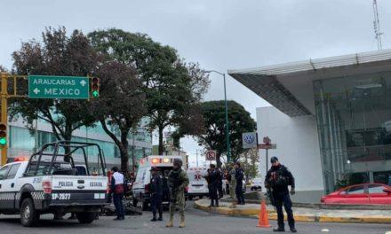 Accidente de tránsito sobre la avenida Lázaro Cárdenas esquina con Araucarias