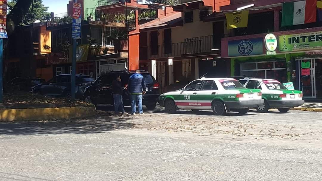 Choque en la avenida Maestros Veracruzanos, a la altura de la avenida Américas