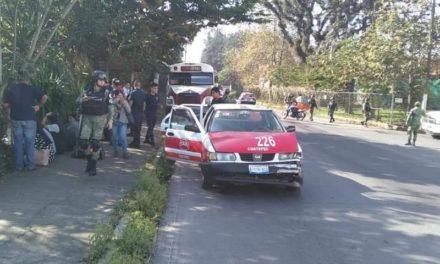 Tres lesiones en accidente sobre la carretera Xico-Coatepec, a la altura ee la calle Nicolás Bravo