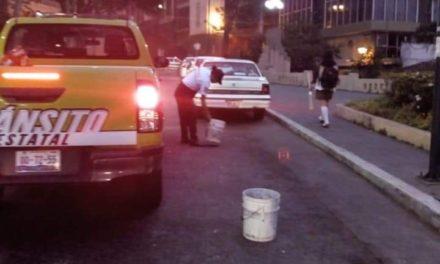 Personal de Transito del Estado realiza operativo para retirar apartados en el primer cuadro de la ciudad