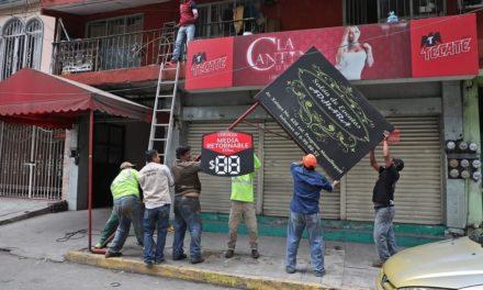 Este jueves correspondió a las avenidas Xalapa y Manuel Ávila Camacho para retirar objetos irregularmente colocados en banquetas, camellones y áreas verdes.