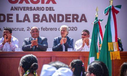 CONMEMORAN 199 ANIVERSARIO DEL DÍA DE LA BANDERA EN EL PARQUE BENITO JUÁREZ DE XALAPA