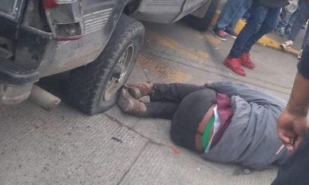 Motociclista lesionado en accidente de tránsito sobre Lázaro Cárdenas, a la altura de Urban Center