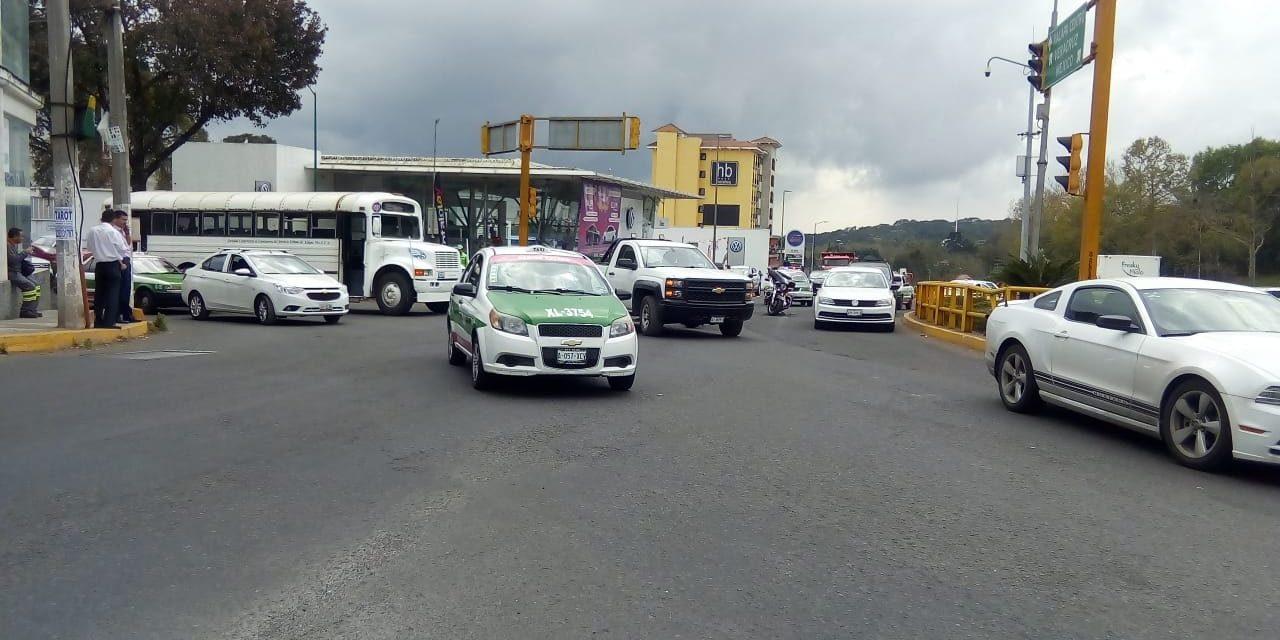 Choque en la avenida Lázaro Cárdenas, a la altura de la Araucaria
