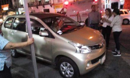 Fallece mujer dentro de su camioneta en la calle Revolución, a la altura de la Rotonda