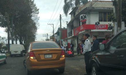 Motociclista lesionado sobre la avenida Villahermosa esquina Mazatlán en Xalapa