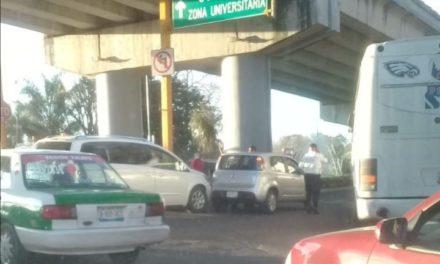 Choque en Circuito Presidentes esquina avenida Rébsamen
