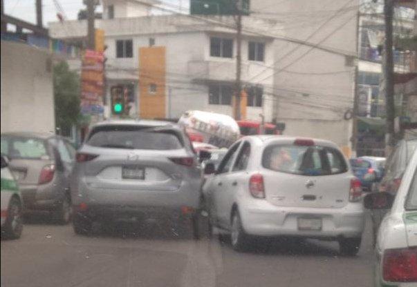 Choque en calle en calle Poeta Jesús Díaz esquina con 20 de Noviembre