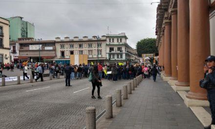 Este día se manifiestaron trabajadores del Icatver en el centro de Xalapa.