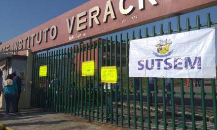 Maestros toman instalaciones del Ilustre Instituto Veracruzano
