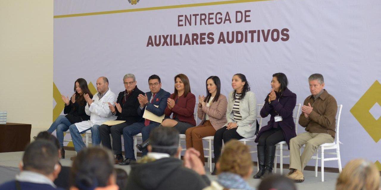 Entrega el DIF estatal 101 aparatos auditivos a personas de escasos recursos de 38 municipios