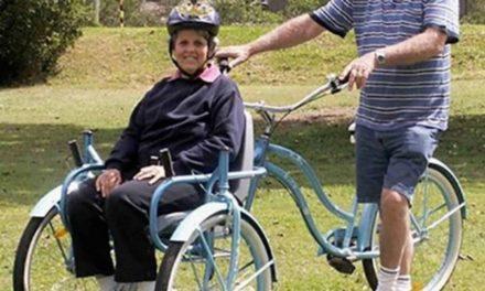 Crean una ''silla bicicleta'' que te permite dar paseos a personas con movilidad