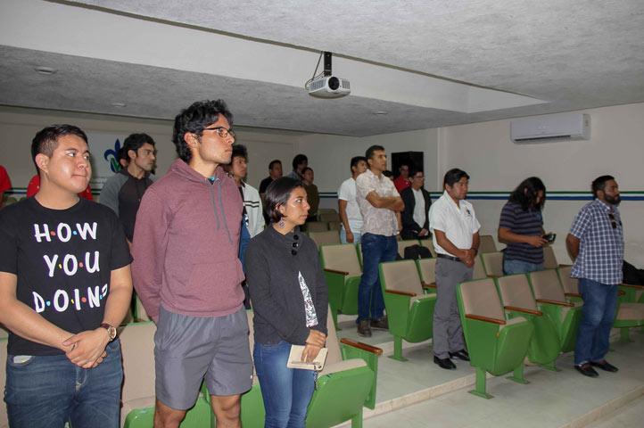 Estudiantes y académicos de diversas universidades del país participan en este foro