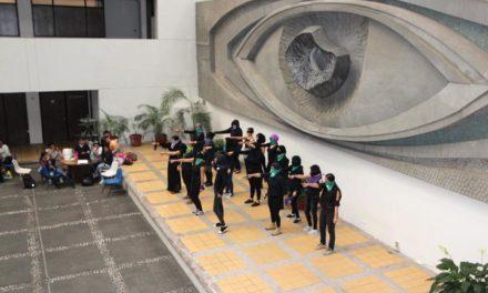 """Universitarias realizaron el performance """"Un violador en tu camino"""""""