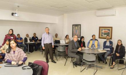 Personal y funcionarios UV tomaron taller de educación comunitaria