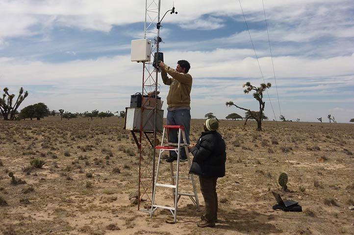 Colocación de estaciones de monitoreo en Aguascalientes (Foto: Cristina Mac Swiney)