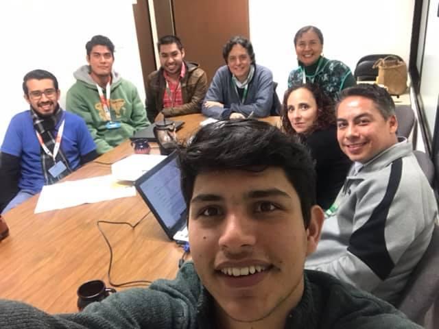 Foto 3: Reunión de trabajo entre investigadores del proyecto i-Gamma y estudiantes del ITSX.