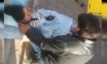 Video: Mujer da a luz a fuera de un hospital; le negaron la atención médica
