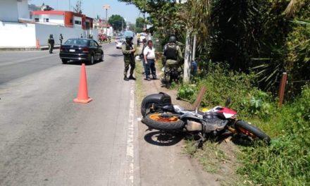 Derrapa motociclista en la carretera Coatepec – Xico