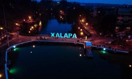 LETRAS MONUMENTALES DE XALAPA EN EL PASEO DE LOS LAGOS