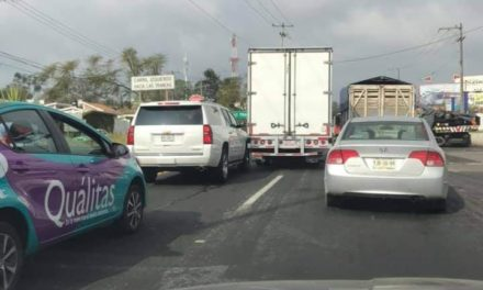 Choque en la carretera Xalapa-Veracruz, a la altura de la Central de Abastos en Xalapa