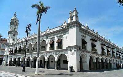 Personas mayores de 60 años de edad que laboran en el ayuntamiento de Veracruz, dejarán de hacerlo de manera presencial en oficinas a partir de este martes.