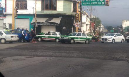 Accidente de tránsito en la avenida Manuel Ávila Camacho, a la altura del Meridiano