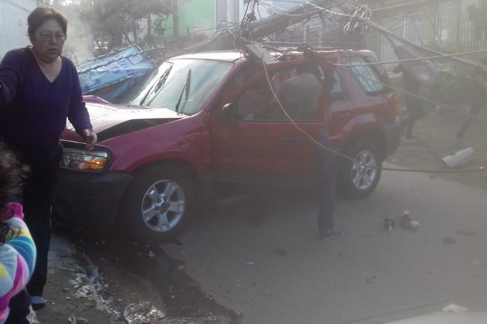 Fuerte accidente en la calle Aquiles Cerdán entre Frambuesa y Jacarandas de la Unidad Habitacional Arboledas del Sumidero