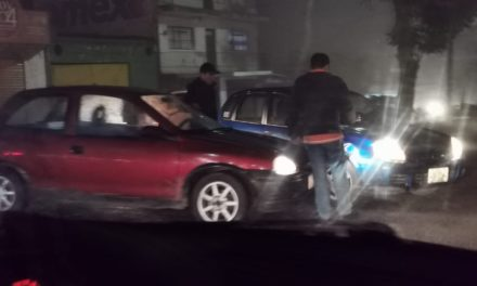 Choque en la avenida Américas esquina con Fausto Vega en Xalapa