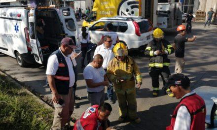 Fuerte accidente en la avenida Lázaro Cárdenas, a la altura de Hernández Castillo en Xalapa