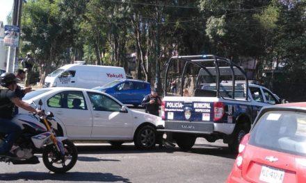 Accidente de tránsito sobre la avenida Ruiz Cortines esquina Odontologos en Xalapa