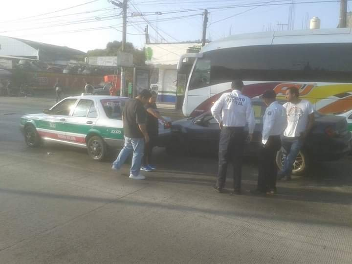 Choque sobre la avenida Lázaro Cárdenas, a la altura de La Corona