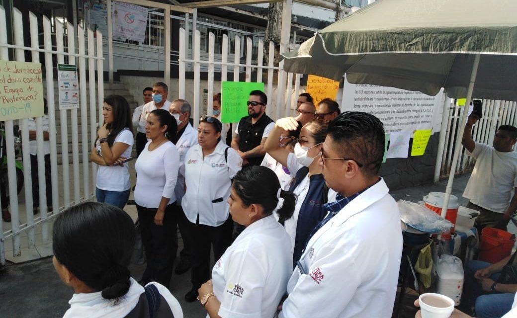 Personal de la Jurisdicción Sanitaria Número 6 en Córdoba, realizan protesta por falta de insumos, reclaman que se encuentran realizando actividades sin el equipo de protección adecuado.