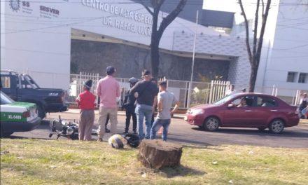 Motociclista lesionado en la avenida Ruiz Cortines, a la altura del CAE