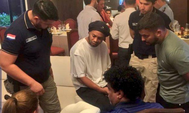 Ronaldinho fue detenido en Paraguay por presentar documentación falsa