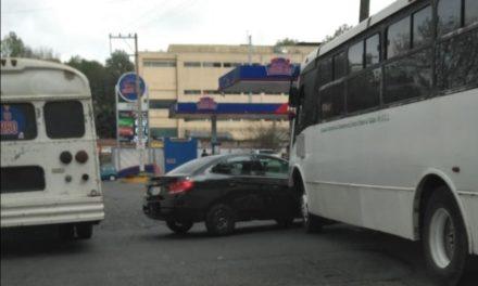 Choque en la avenida Ruiz Cortines esquina calle Odontologos en Xalapa