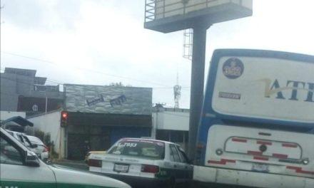 Choque en la avenida Manuel Ávila Camacho, a la altura de la Gasolinera Paraíso