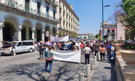 Integrantes de Fredepo cierran la vialidad en calle Enríquez, demandan Obras Pendientes al Ayuntamiento