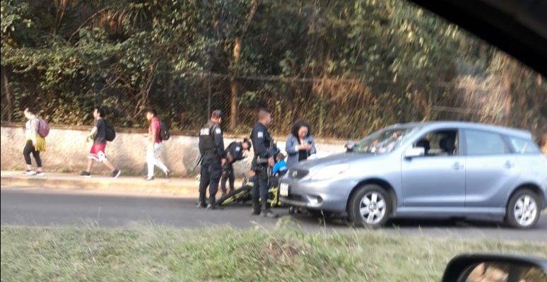 Motociclista lesionado en accidente de tránsito sobre la avenida Rébsamen, a la altura de Xalapa 2000