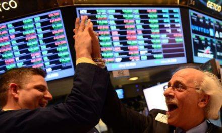 """Wall Street se levanta del """"lunes negro"""" y cierra con alza de 6%"""